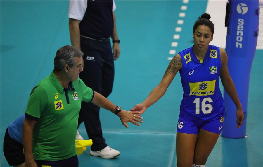 Seleção feminina do Brasil leva susto 2a91a93731aca