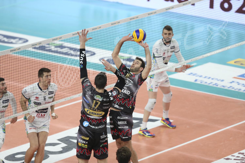 O levantador em ação na liga italiana pelo Perugia (Lega Pallavolo Serie A) 969101b862a61