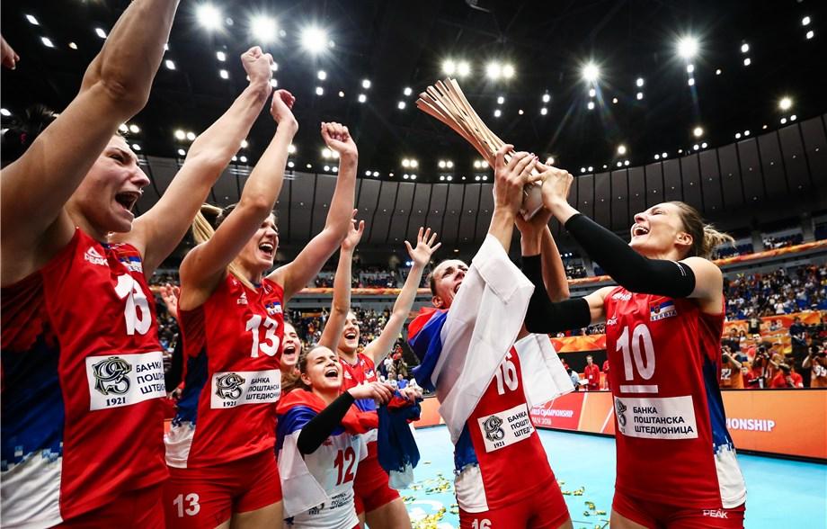 A conquista do primeiro ouro da seleção sérvia no Mundial feminino foi um  dos grandes acontecimentos de 2018 (Foto  Divulgação FIVB) 82f4b07a3612b
