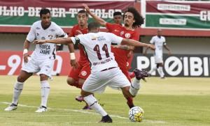 Valdívia em ação no duelo contra o Fluminense (Crédito: MAILSON SANTANA/FLUMINENSE FC.)