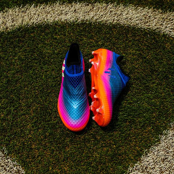 0f4352e257 As chuteiras estão disponíveis nas lojas da Adidas e no site  www.adidas.com.br futebol com preços entre R  499