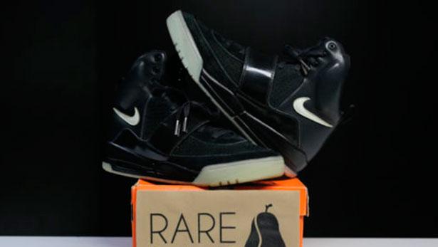 02-Nike-Air-Yeezy-1-Promo-Sample-BLACK-GLOW