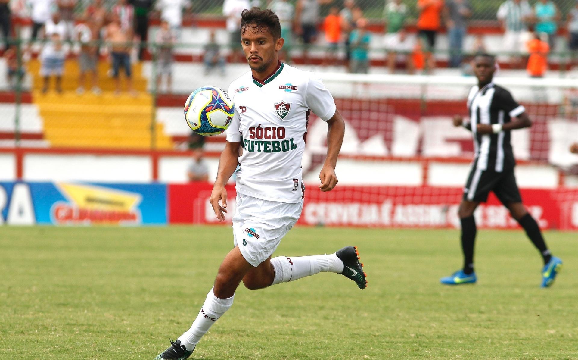 06c0b4de61 Por que o Fluminense vai ter que esperar cinco meses por uniforme ...