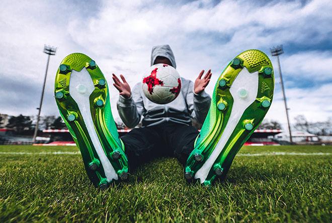 As chuteiras de campo e society estão disponíveis em pré-venda no site da  adidas – www.adidas.com futebol – por R 1.499 01563d29a67f2
