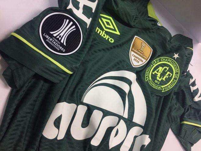 Uniforme da Chapecoense fica mais escuro para a Libertadores - 20 03 ... c56b8ad110d15