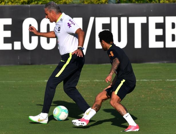 Neymar treina com nova chuteira (Crédito  Nelson Almeida) - 20 03 ... 7e1f729f32802