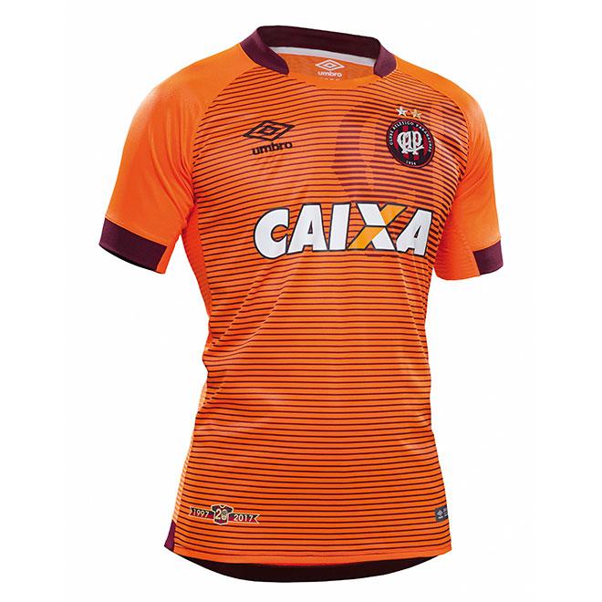 a82227a2fc O uniforme é uma homenagem à parceria do Atlético-PR com a Umbro. Na barra  da camisa estará a inscrição