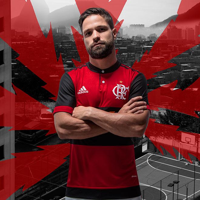 ... a camisa tem listras horizontais mais largas nas cores vermelha e  preta. O jogo de estreia acontece dia 3 de maio contra Universidad  Católica 7b8bdf249606e