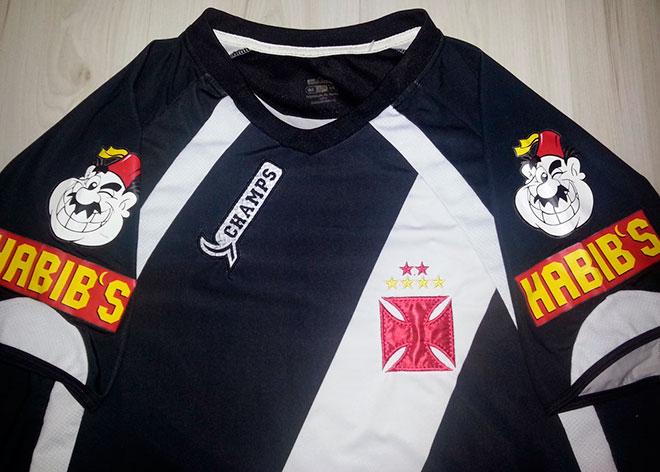 03dfa50395 O caso mais emblemático foi uma partida do Vitória em que o goleiro do clube  atuou com meiões do Vasco – os únicos que a empresa entregou para os baianos .