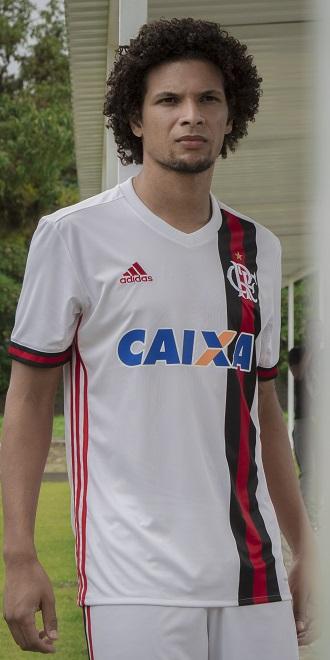 1cc41bc70dcc7 Flamengo lança camisa branca e vai pedir para torcedores darem nome ...