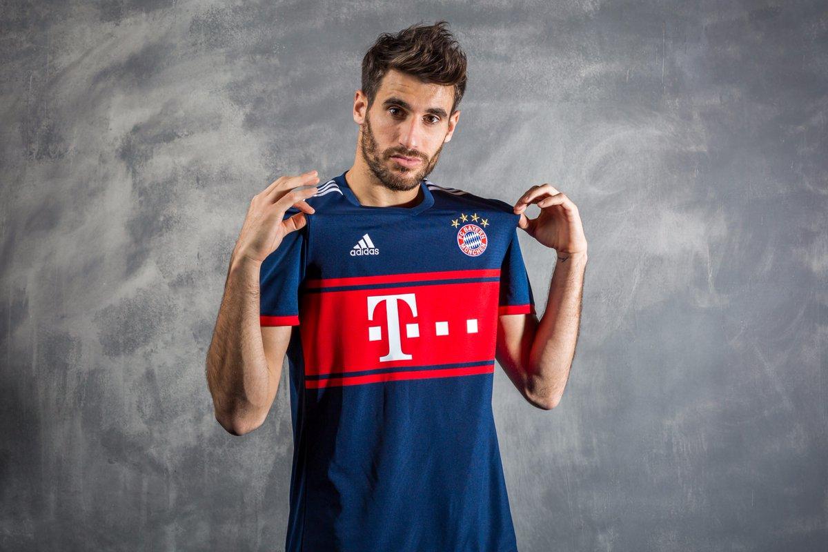 4eb46d953e Bayern de Munique lança uniforme dois para a temporada 2017 2018 ...