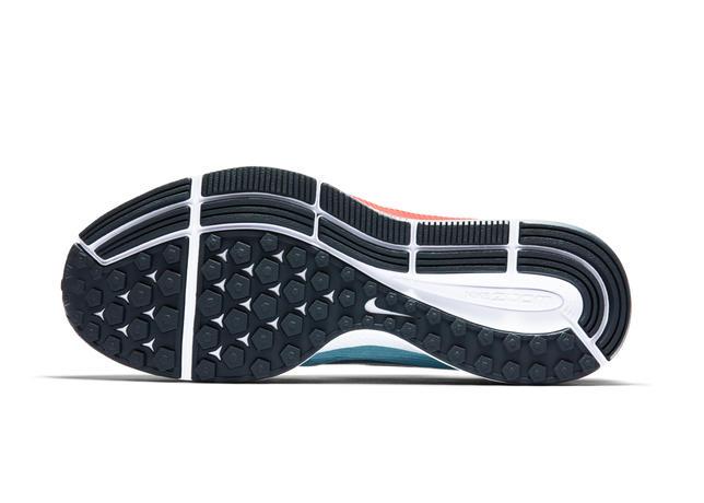 609751b24e A nova versão de um dos modelos mais famosos da marca traz duas cápsulas de  Nike Air Zoom: uma na parte frontal e outra no calcanhar, revestida com  espuma ...