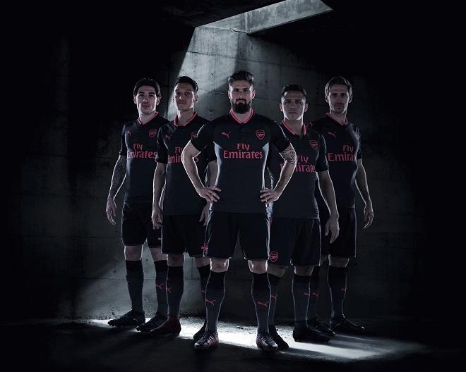 f21d336efc49e Puma lança camisas pretas para 22 times de futebol ao mesmo tempo ...