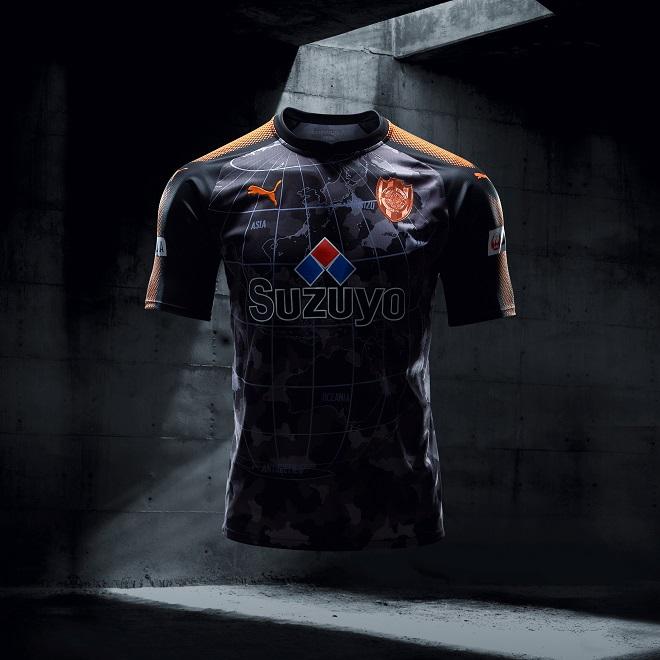 2aaba4ab6900e Puma lança camisas pretas para 22 times de futebol ao mesmo tempo ...