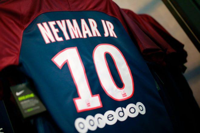 Neymar vende 10 mil camisas em 6 horas e já gera 500 mil euros em ... 7c43935e9fe70