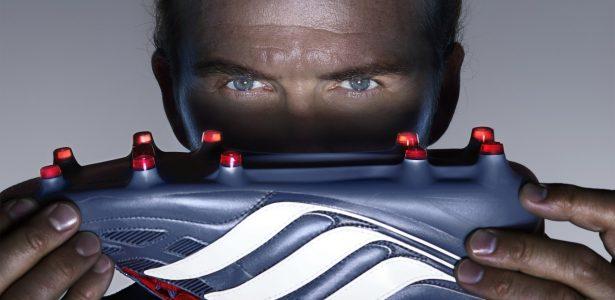 8dfb08818a27c Adidas lança versão remodelada de chuteira usada por Zidane e Beckham - UOL  Esporte