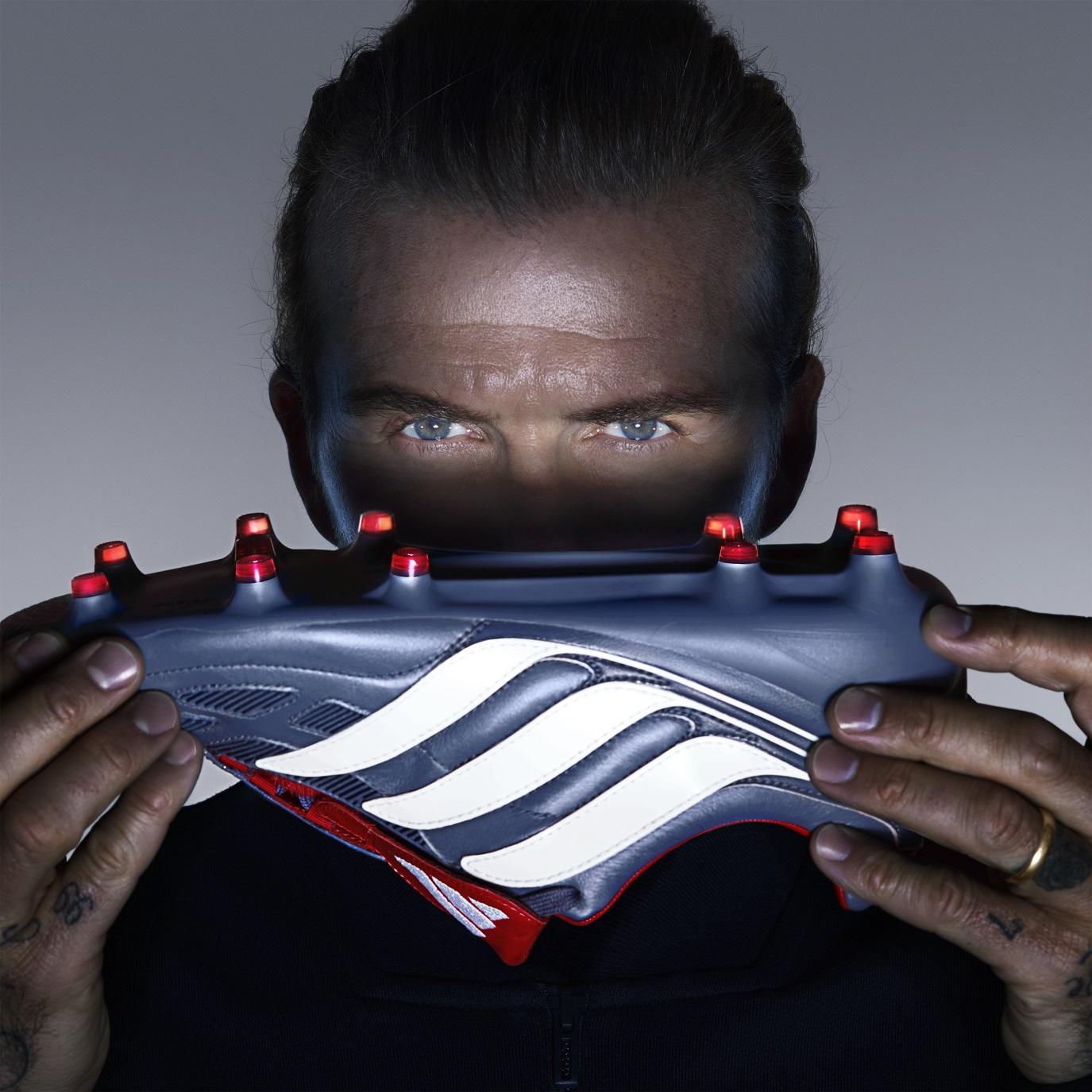 Adidas lança versão remodelada de chuteira usada por Zidane e Beckham 97f268a6f24bc