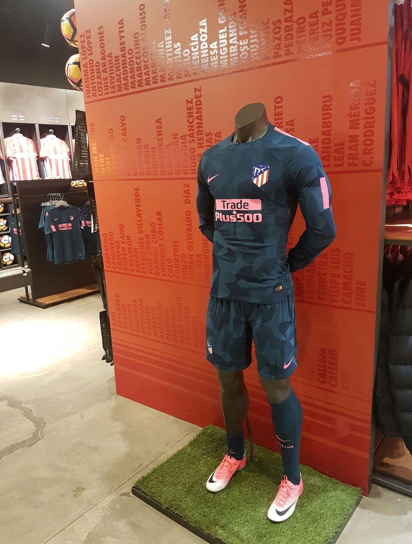 O Atlético de Madri informou que o uniforme de treino novo já será exibido  por seus jogadores na partida desta terça (12) da equipe pela Champions  League 5d95ba06aa657