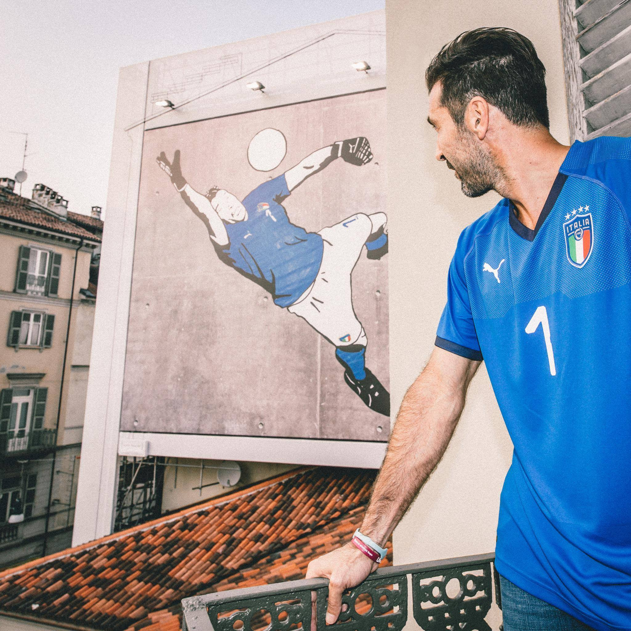 A Puma divulgou nesta quinta-feira (5) a camisa que será usada pela Itália  em 2018 272f285af6e44