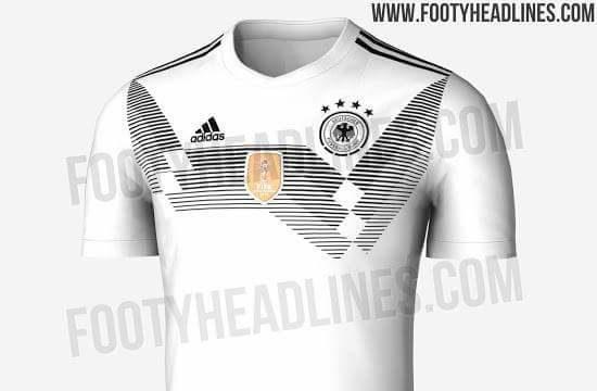 17721fec5d A primeira camisa alemã costuma vir com detalhes em vermelho, mas o novo  modelo é apenas preto e branco. Foi visivelmente inspirado no uniforme  usado pela ...