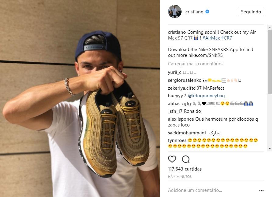 29f4d2e377 Cristiano Ronaldo ganha tênis