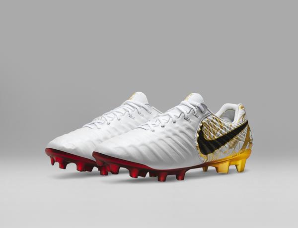 Nike lança chuteira para Sergio Ramos estrear na final do Mundial ... eab29a8f33908