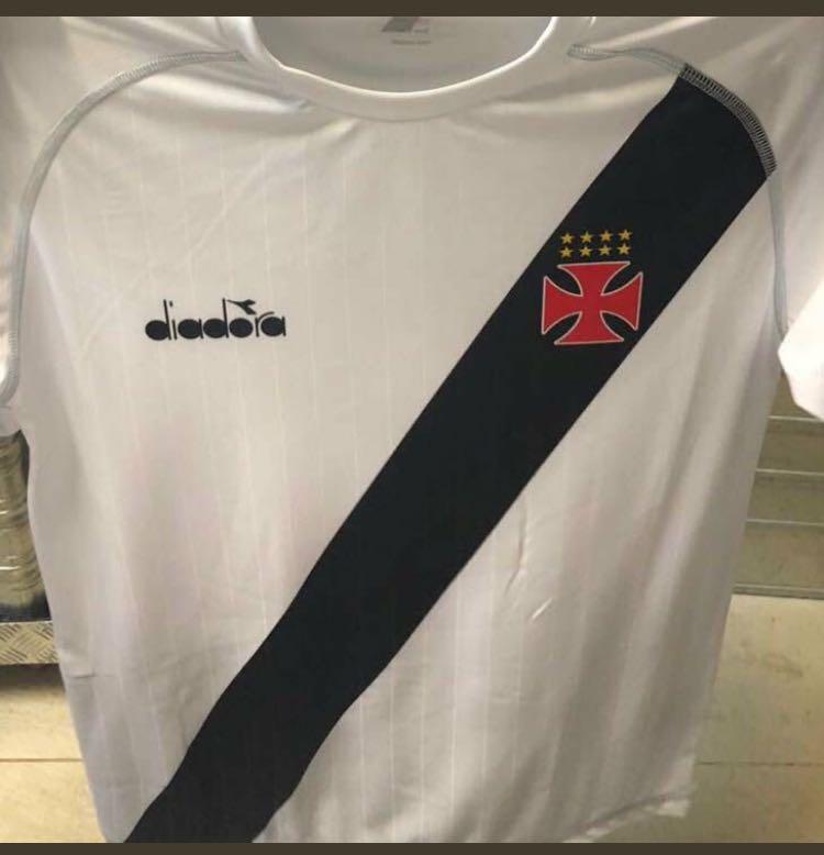 Camisa provisória do Vasco vaza e é alvo de críticas