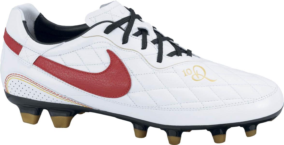 Chuteira feita pela Nike para celebrar a ida de Ronaldinho para o Milan 055e05680d299