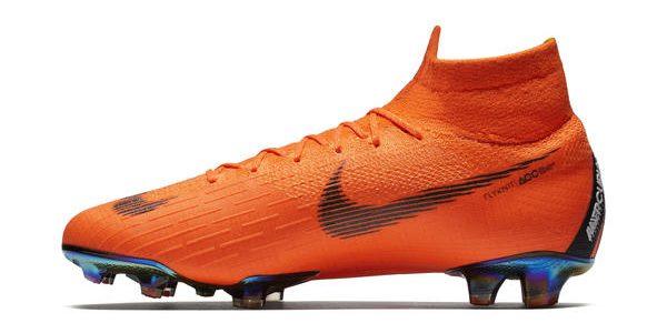 Nike apresenta a chuteira que Neymar e C. Ronaldo utilizarão na Copa 2018 -  20 02 2007 - UOL Esporte d27a5eda68d78