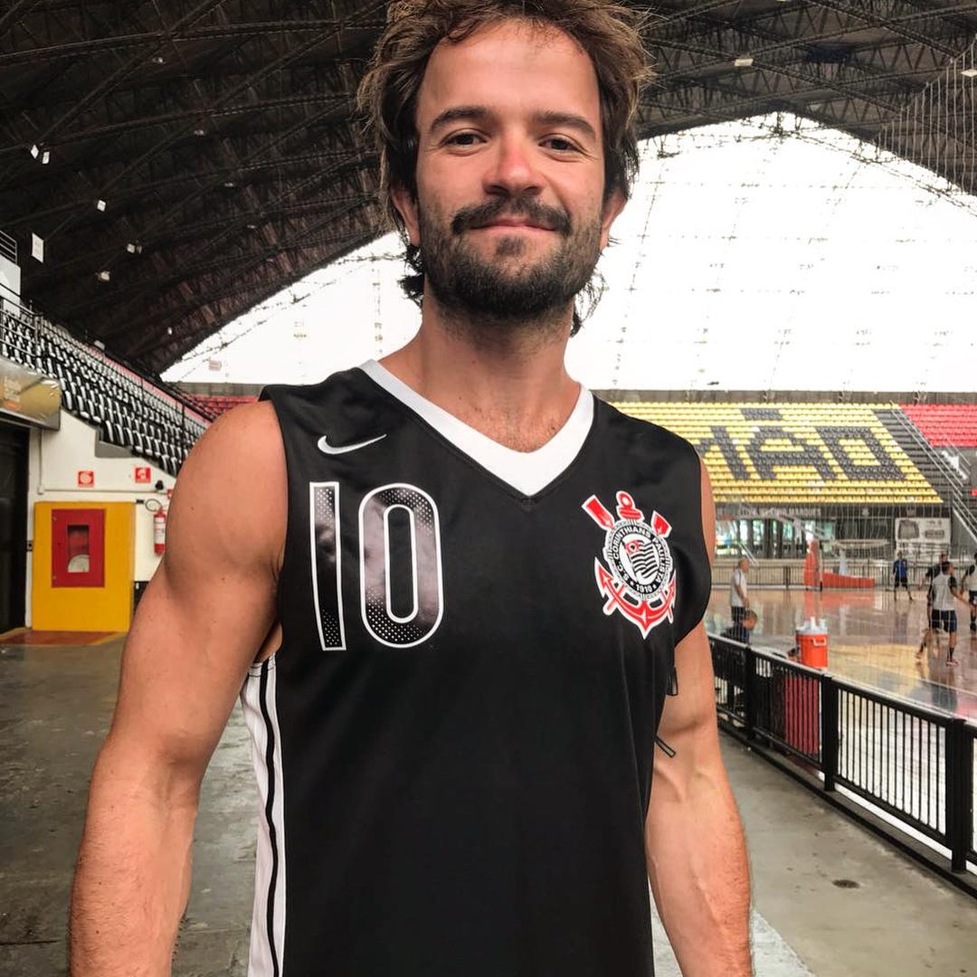518e2d340b607 O jogador Gustavo Lima revelou nesta quinta-feira (1º) como será o uniforme  do Corinthians na volta do clube ao basquete masculino profissional.