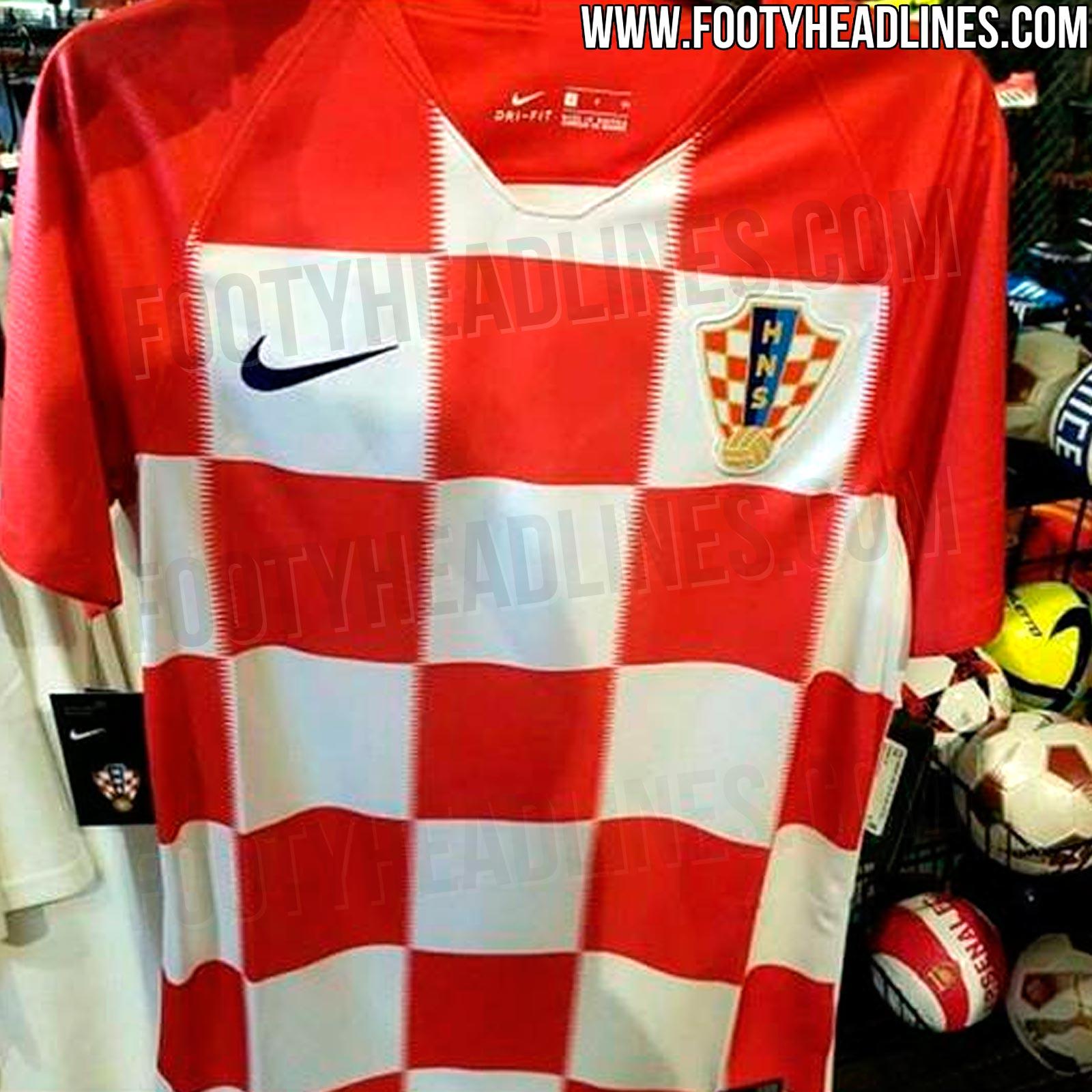1c54c1d22155d Já a Puma apresentou uma série padronizada de uniformes reservas para o  Mundial e para outras seleções que não se classificaram. Todas elas são  brancas