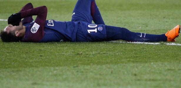 Nova chuteira de Neymar pode ter causado lesão  Não é bem assim -  20 03 2003 - UOL Esporte 40d04067fe933