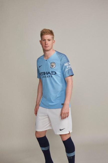 efddbaca09750 Manchester City lança uniforme para a temporada 2018 2019 - UOL Esporte