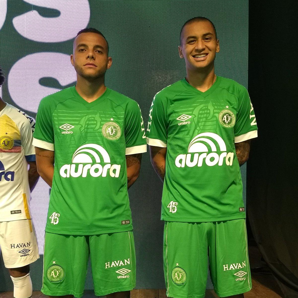 Chapecoense divulga novo uniforme em comemoração aos 45 anos do clube 9ae72bc34215e
