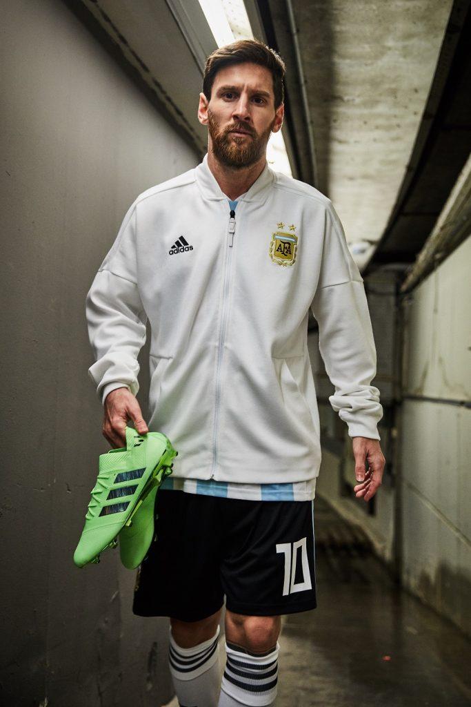 4ac14eda65e A Adidas revelou nesta segunda-feira as cores dos modelos de chuteiras a  serem usados pelos astros da marca na Copa do Mundo da Rússia.