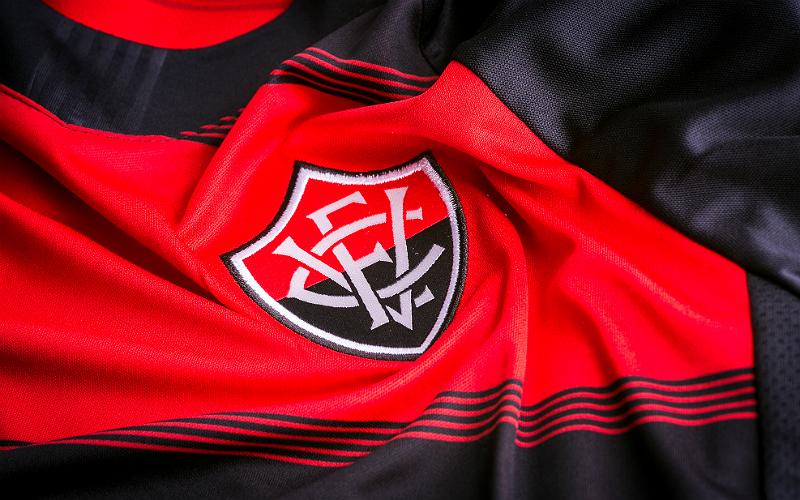 03769976e1 A parceria entre o Vitória e a Topper celebrou no último domingo o  lançamento da camisa do time para a temporada 2018. A nova coleção