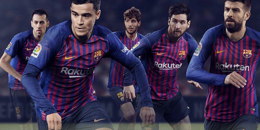 O Barcelona apresentou neste sábado (19) a nova camisa para a temporada  2018-2019. O novo uniforme apresentou uma novidade em relação ao material  esportivo ... 59e47682661c5