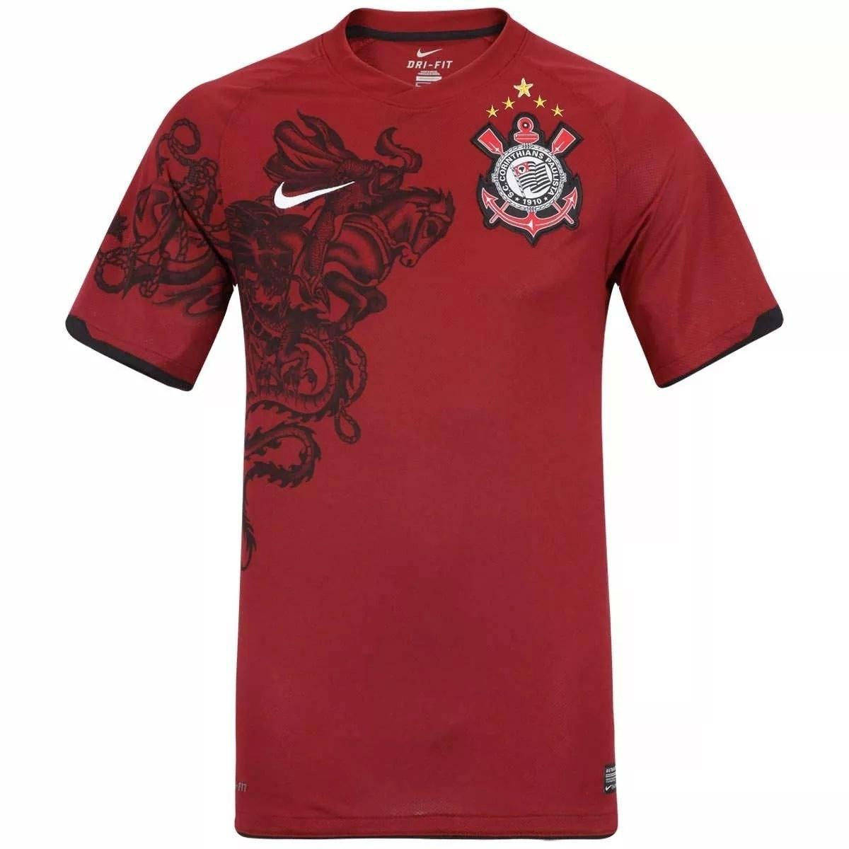 ac24f9df6c03f A camisa cinza foi feita em 2012 para homenagear o Estado de São Paulo. O  modelo vinha com detalhes que lembravam o formato da região