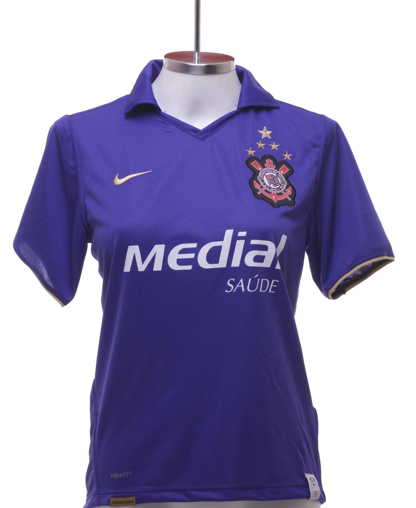 A camisa roxa lançada em 2008 foi feita nessa cor porque corintiano é