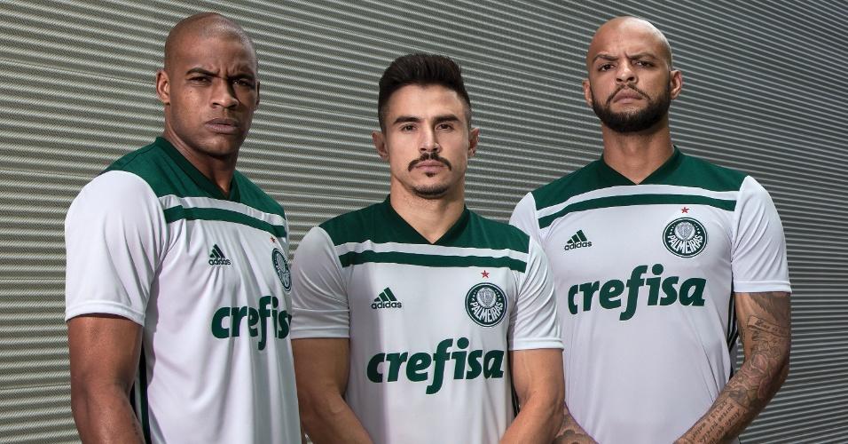 a5a25bfe70 A nova segunda camisa do Palmeiras foi revelada nesta quarta-feira (2) pelo  clube e pela Adidas. O uniforme é branco