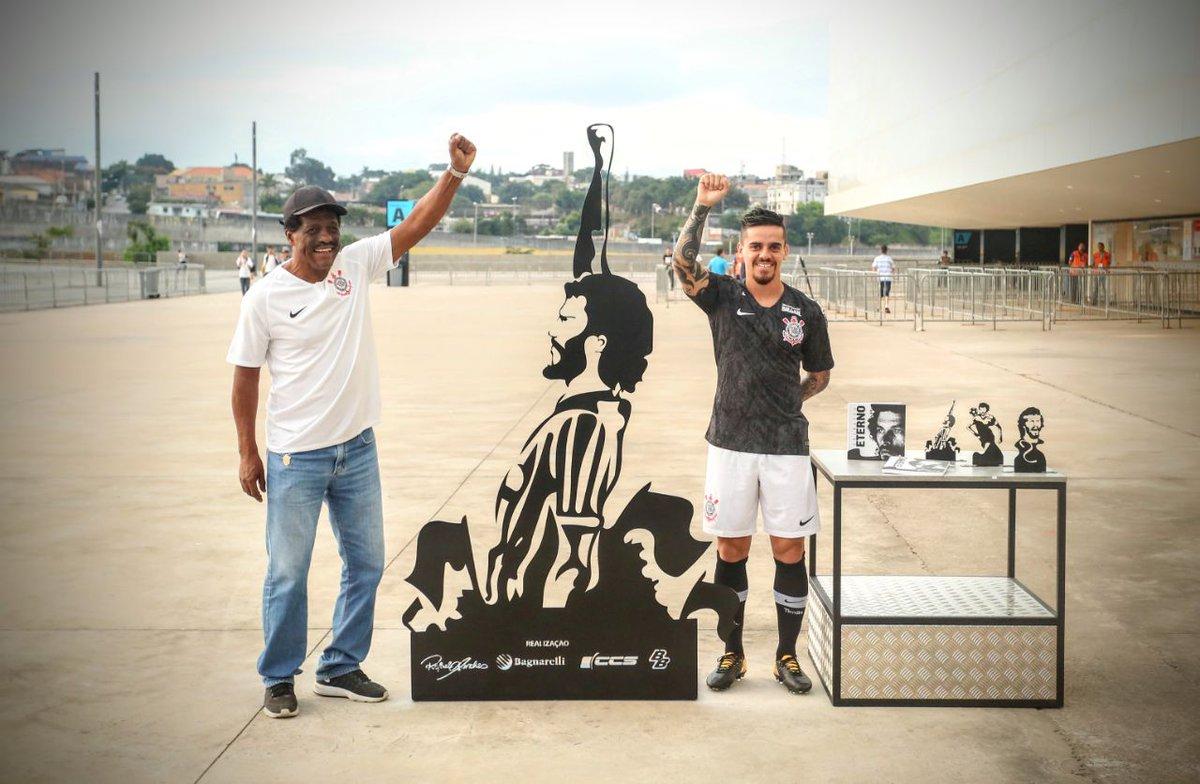 Corinthians lança uniforme inspirado em Sócrates e Democracia ... dfed037d4a9b0