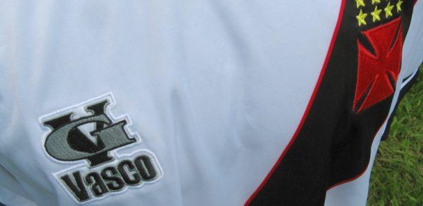 b613f04aa2b9a Coritiba não é o único  veja times que fizeram os próprios uniformes - UOL  Esporte