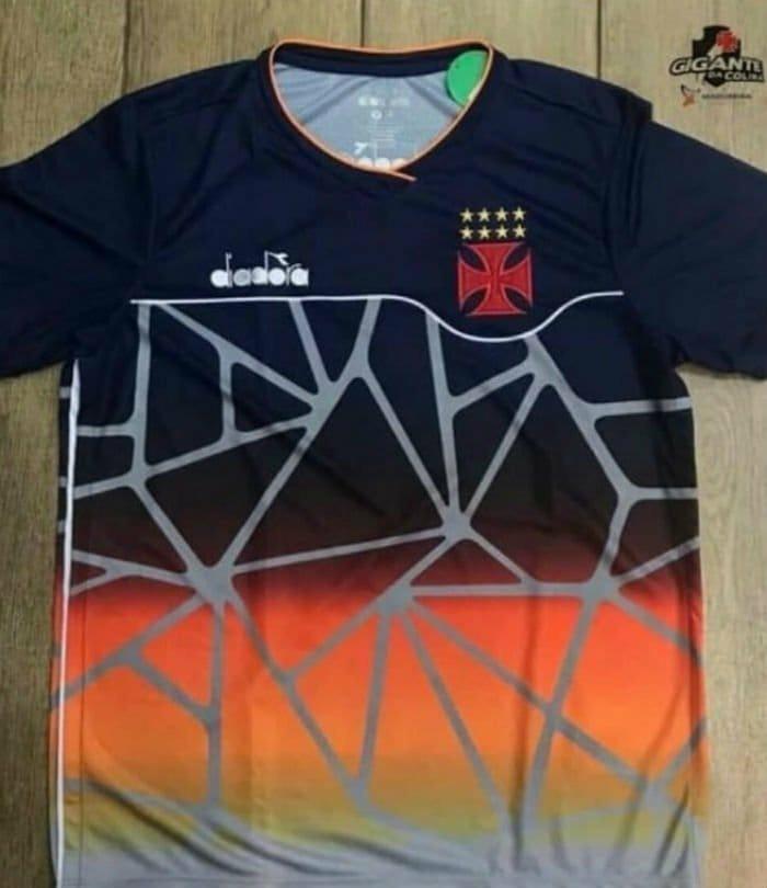 5fd4eb1b8ae61 Vasco lança camisa de treinos com design diferente - UOL Esporte