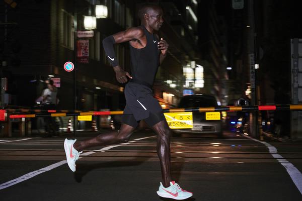 6bddf44764494 A Nike anunciou nesta quarta-feira o lançamento de um novo modelo de tênis  de corrida. Trata-se do Pegasus Turbo