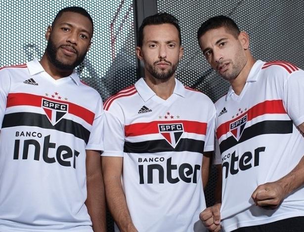 29609b3071 Os primeiros resultados de vendas da nova camisa do São Paulo são positivos  para a Adidas. A coleção que estreia a parceria do clube com a marca alemã  foi ...