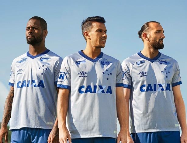 UOL Esporte. 03 08 2018 09h42. O Cruzeiro está de roupa nova e acaba de  lançar seu terceiro uniforme. Nesta sexta-feira a7dac175f2fa1