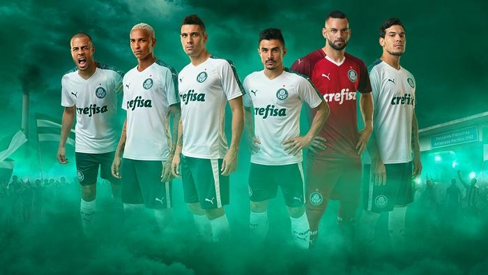 e1439ae6f4296 Palmeiras e Puma exibem imagens dos novos uniformes do clube para ...