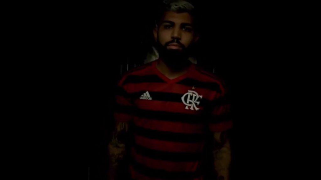 26f13b6004 Flamengo esgota 16 mil camisas e Gabigol e Diego são destaques nas vendas