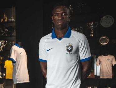 7e834f14f0963 Vinicius Jr. apresenta camisa da seleção, e Brasil volta a jogar de branco  - UOL Esporte