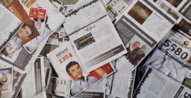 Panfletos de Andrés e outros candidatos sujaram o entorno do Itaquerão neste sábado